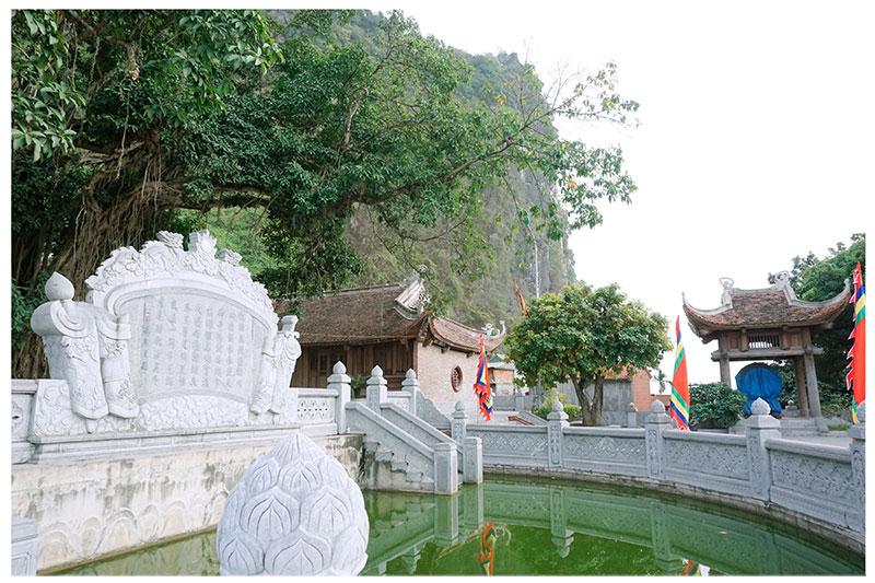 Temple Hon Gai Vietnam